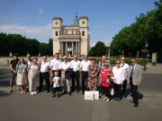 Delegation vor dem Dom