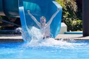 Parkschwimmbad Junge rutscht, Copyright: Stadtverwaltung Donaueschingen, Foto: Roland Sigwart