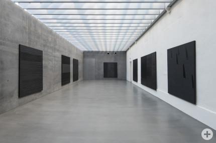Einblick in die Ausstellung Pierre Soulages © VG Bild-Kunst Bonn, 2020