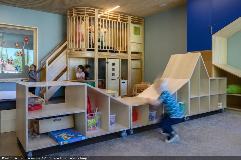 """Kindertagesstätte """"Am Buchberg"""" Gruppenraum mit Kindern 1, Foto: Heinz Bunse"""