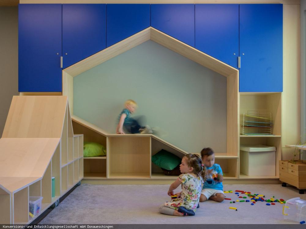 """Kindertagesstätte """"Am Buchberg"""" Gruppenraum mit Kindern 2, Foto: Heinz Bunse"""