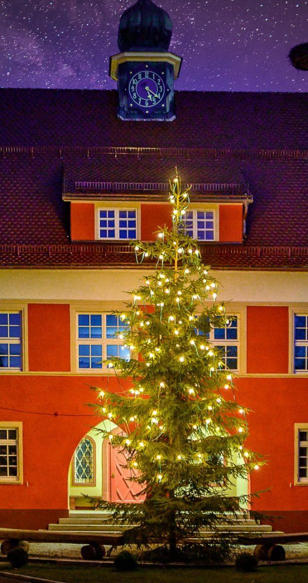 Rotes_Rathaus_Weihnachten_Heinz_Bunse_zugeschnitten