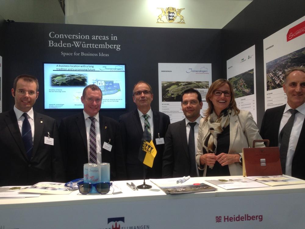Staatssekretärin Katrin Schütz mit den Vertretern der baden-württembergischen Konversionskommunen und Geschäftsführer Schäfer von der bw-i