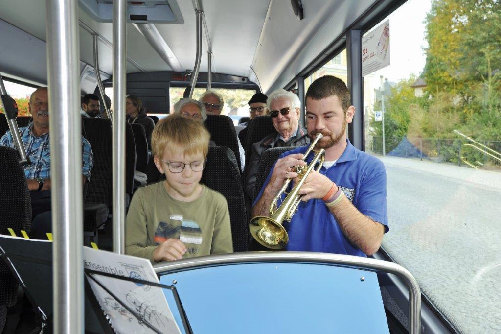 Live-Musik der Stadtkapell während der Probefahrten